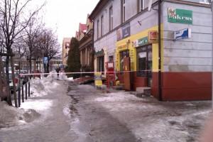 Zagrodzone przejście chodnikiem na ul. Legionów w Andrychowie