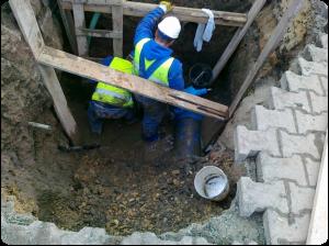 awaria sieci wodociągowej - usługi koparką.
