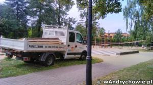Plac zabaw w parku miejskim w Andrychowie
