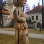 Rzeźba Zbója spod Złotej Górki w parku miejskim w Andrychowie